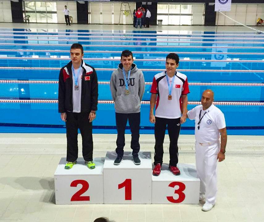 Berke Çınar Yüzmede Türkiye Şampiyonu