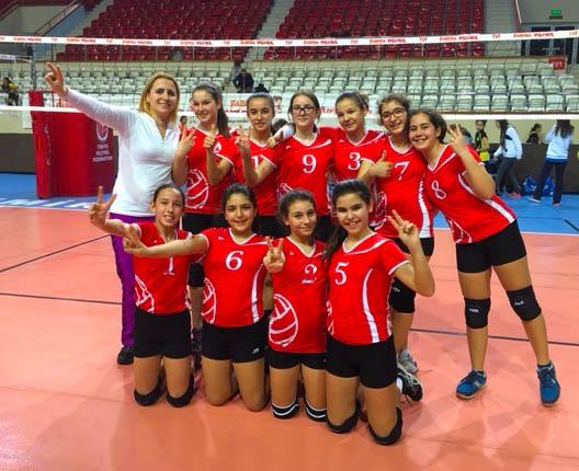 Ortaokul Kız Voleybol Takımımız Yarı Finalde
