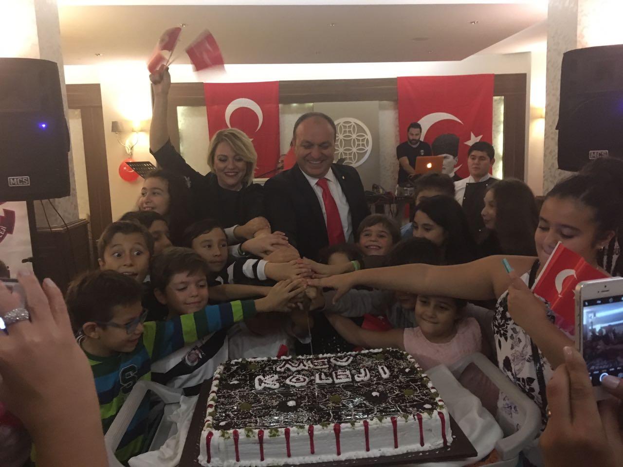 Okul Aile Birliği Cumhuriyet Balosu Düzenledi