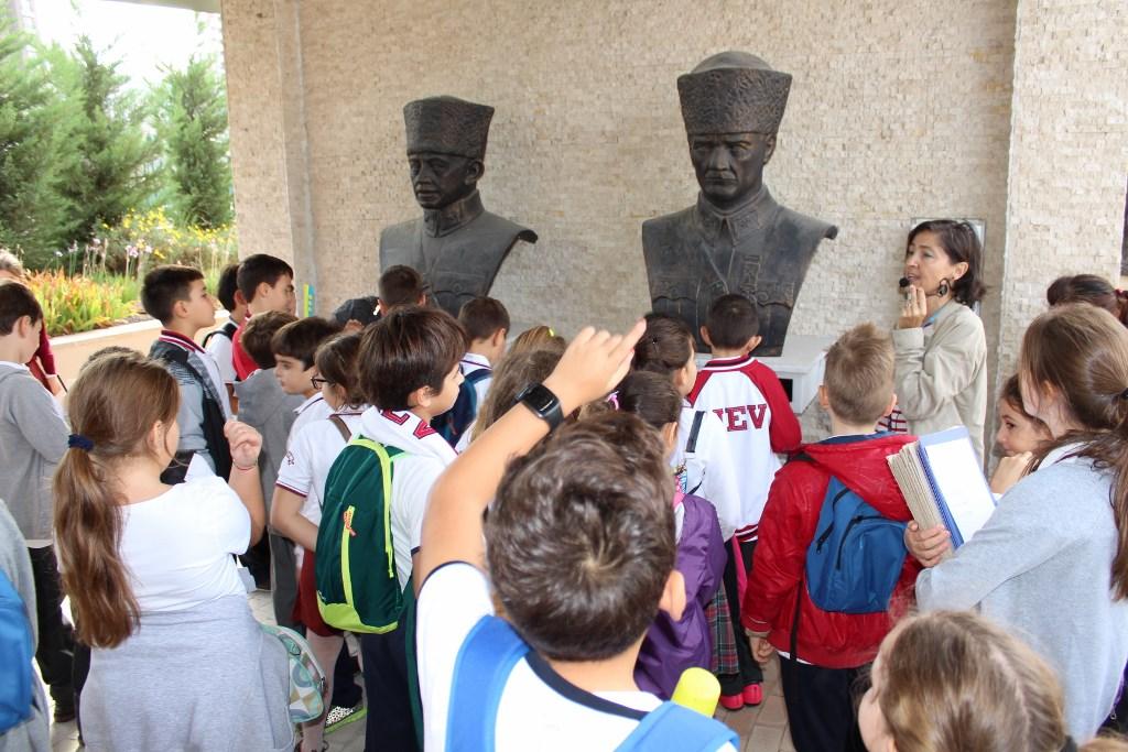 4. Sınıflarımız Anıtlarda Milli Mücadelenin İzini Sürdüler