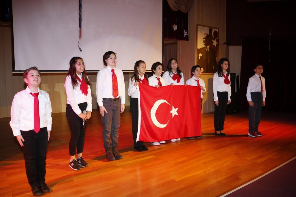 Hakkıdır Hür Yaşamış Bayrağımın Hürriyet; Hakkıdır, Hakk'a Tapan, Milletimin İstiklal!