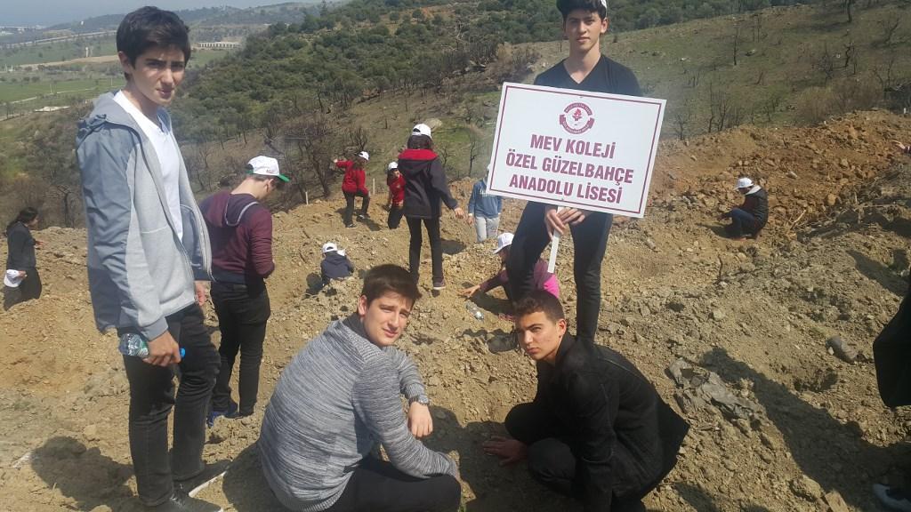 Doğa Sporları Kulübü Öğrencileri Fidan Dikti