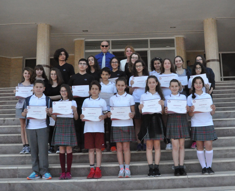 Ödüllü Ortaokul ve Lise Öğrencilerimiz Belgelerini Aldı