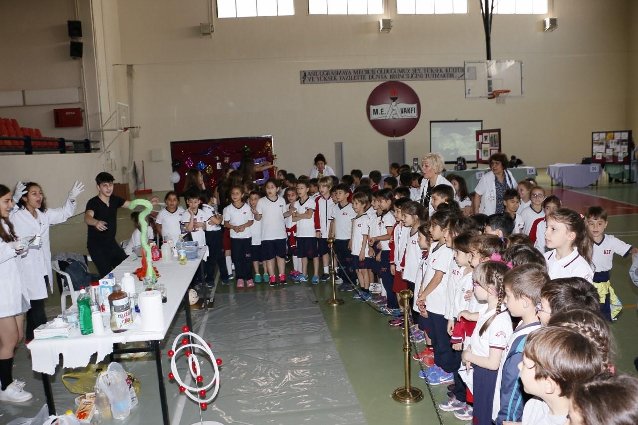 """3 Dalda 13 Proje """"MEV Bilim Şenliği""""nde Yarıştı"""