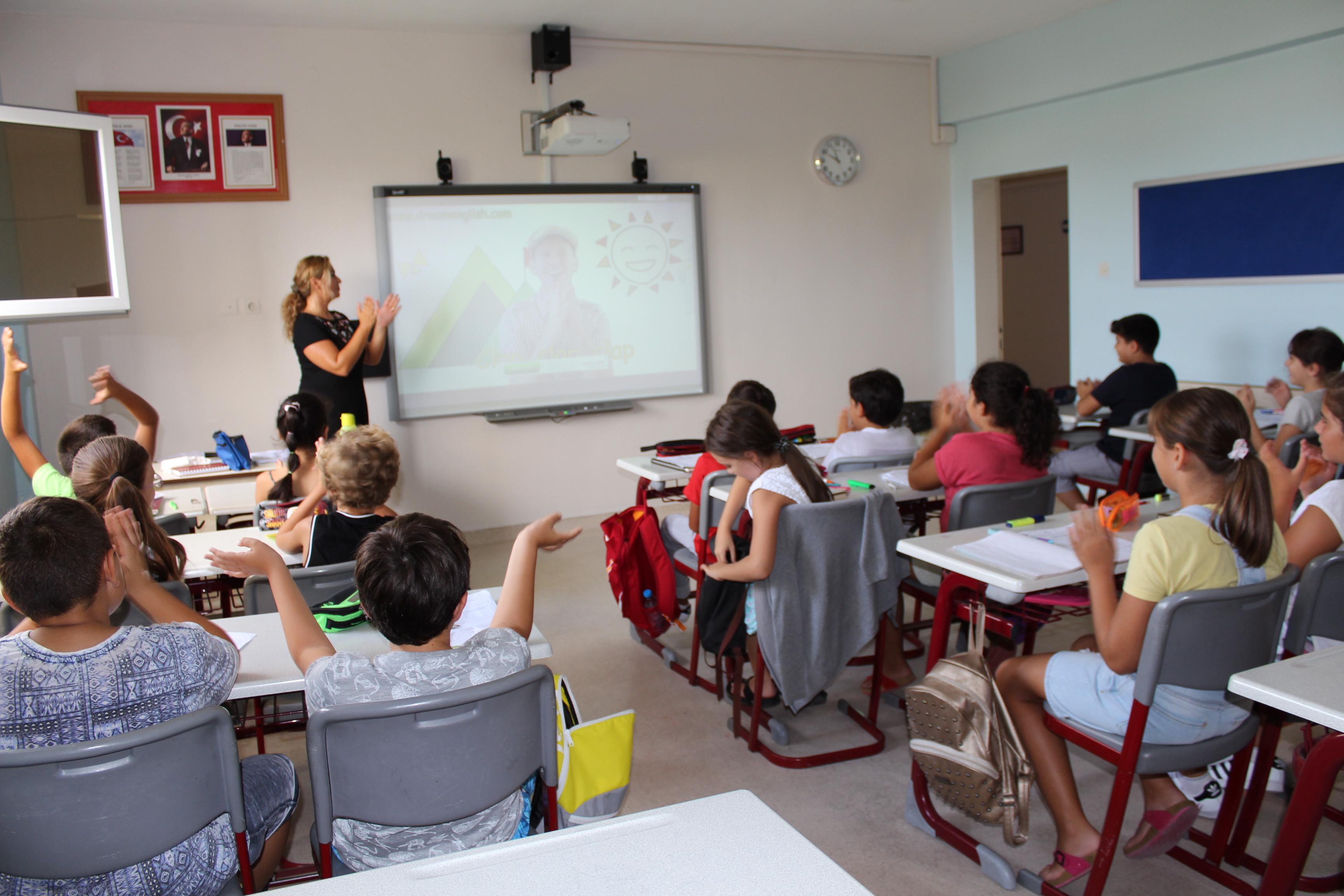 Ortaokul Öğrencilerimize İngilizce Destek Programı Uygulanıyor