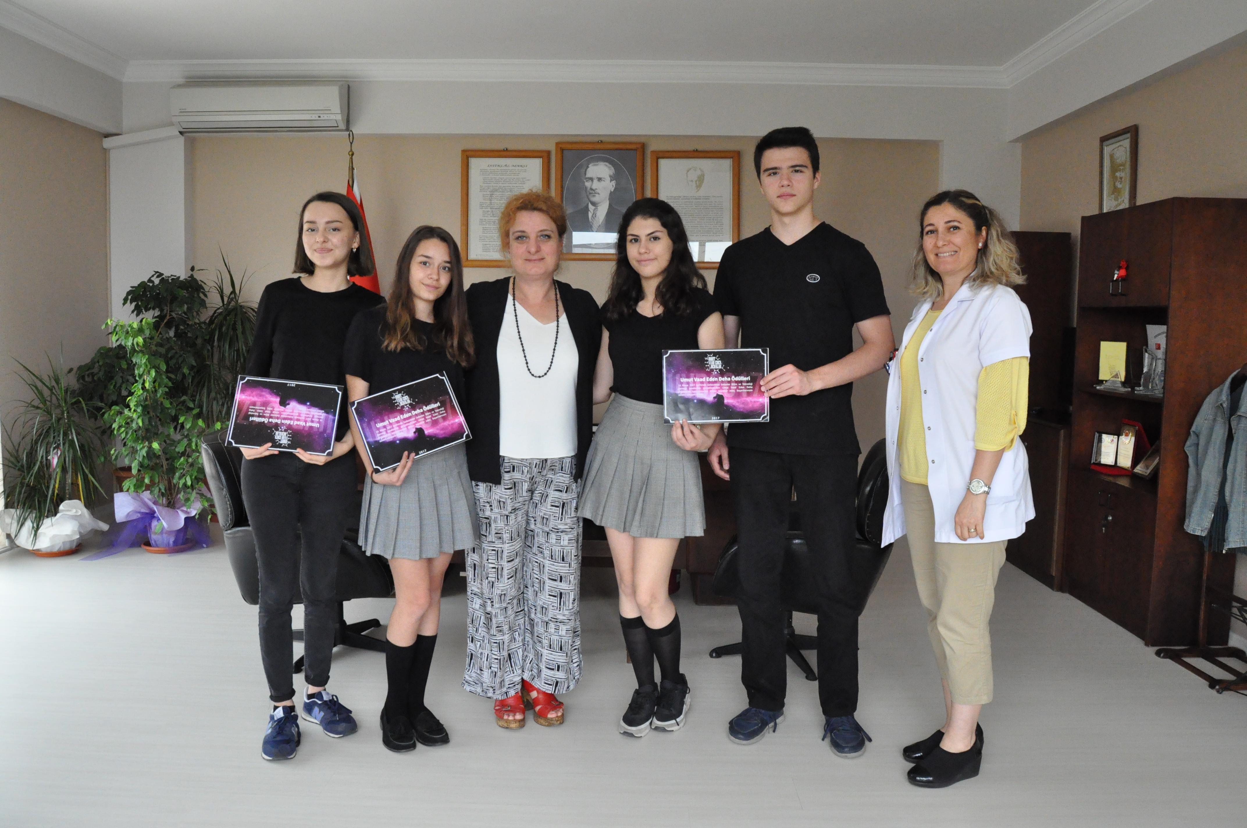 MEV'li Genç Dehalar Yılın Projesi Ödülünü Kazandı