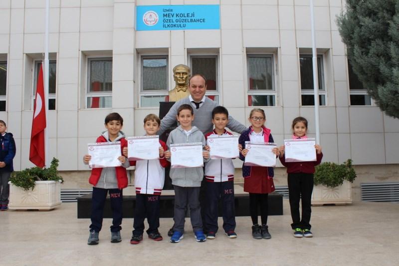 Ödüllü Öğrencilere Belgeleri Verildi