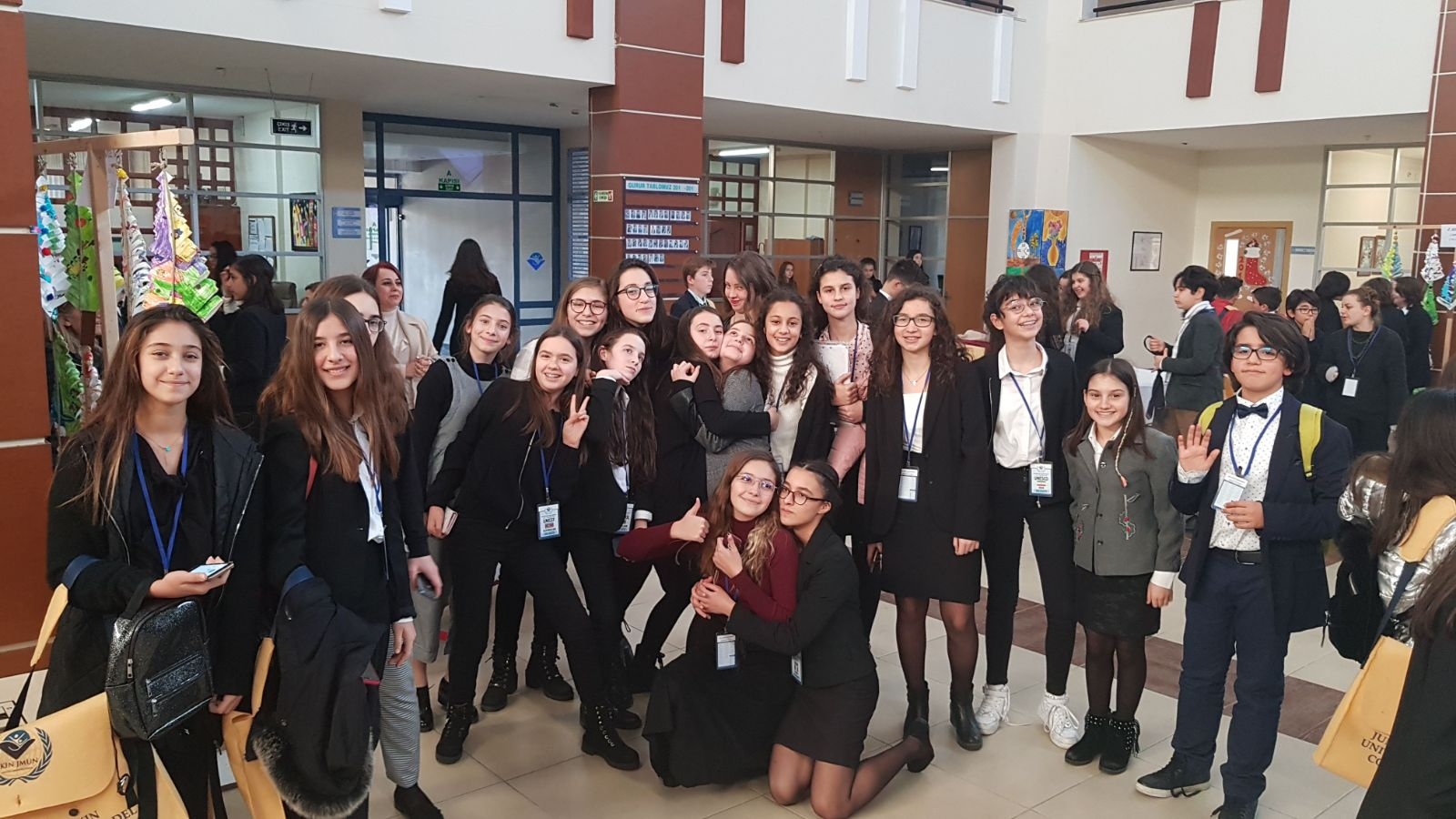 MEV Koleji Öğrencileri Dünya Sorunlarına Çözüm Bulacağı Günü Bekliyor