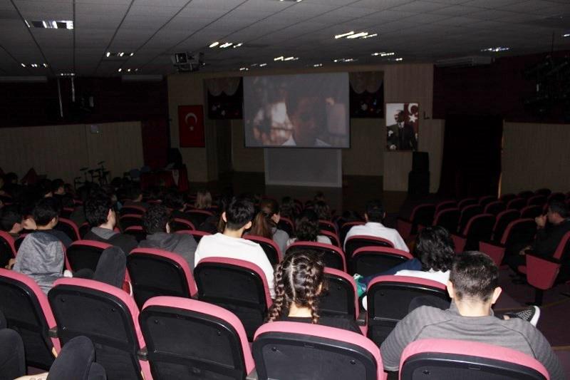 Okulumuz Mezunu Yönetmen Gülten Taranç'ın Ödüllü Filmini İzlediler