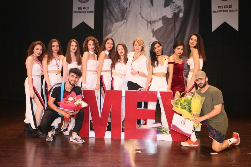 """""""MEV Dans Yarışması""""nda Öğrencilerimiz İzleyenleri Hayran Bıraktı"""