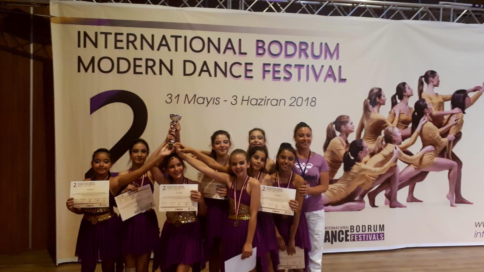 """""""Uluslararası Modern Dans Festivali""""nde Üçüncü Oldular"""
