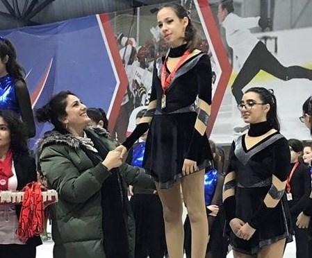 Yağmur Önel, Senkronize Buz Pateni Türkiye Şampiyona'sında Birinci Oldu