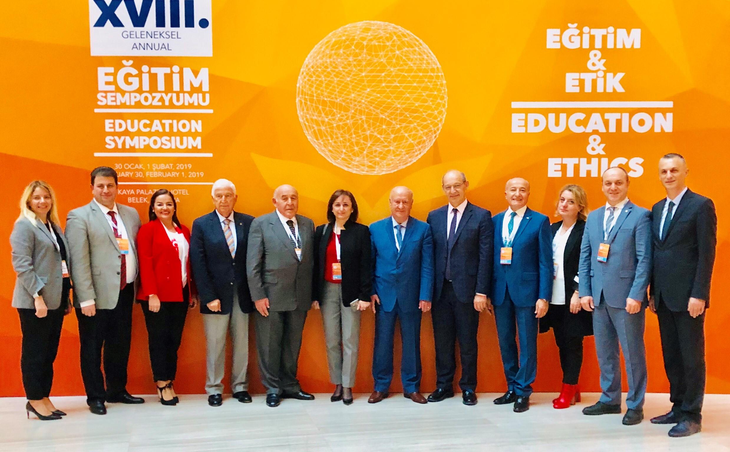 """MEV Eğitim Ailesi """"18. Geleneksel Antalya Eğitim Sempozyumu""""ndaydı"""