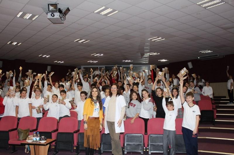 5. Sınıf Öğrencilerimiz Hanzade Servi ile Söyleşti