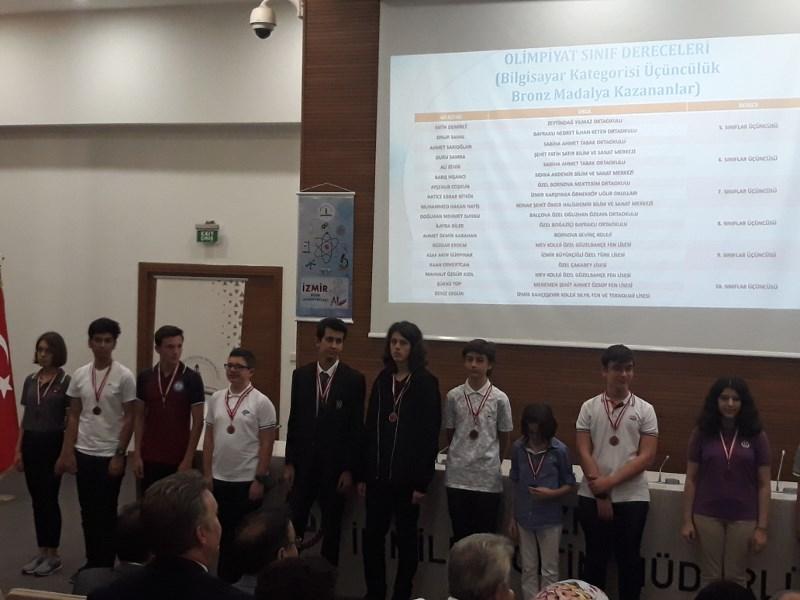 İzmir Bilim Olimpiyatları Bilgisayar Dalında İki Bronz Madalya MEV'in