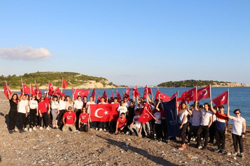 MEV Gençlerinin Atatürk ve Doğa Sevgisi 100. Yıl Efes – Mimas Kültür Rotaları Kamp ve Yürüyüş Etkinliği ile Taçlandı