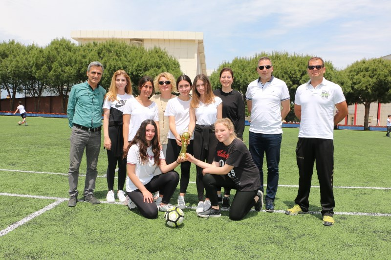 """""""MEV Spor Şenliği""""nde Takımlar 100. Yıl Kupasına Uzandı"""
