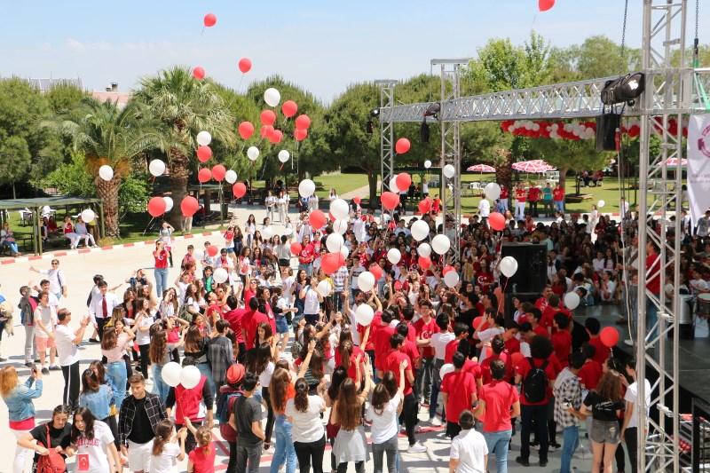 """MEV Gençleri 100. Yıl Coşkusunu """"Dostluk Günü""""nde Doyasıya Yaşadı"""