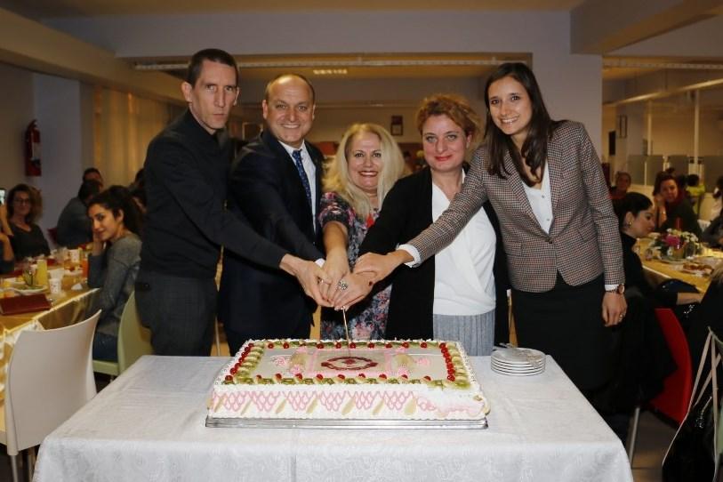 25. yılda 25 MEV Koleji Öğretmeni ve Çalışanına Plaket