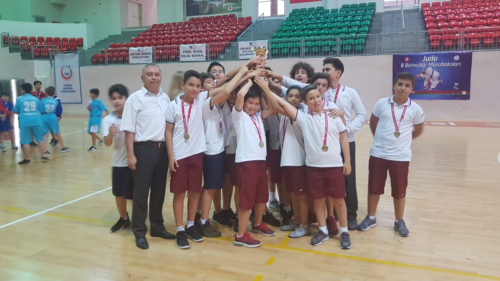 Küçük Erkek Hentbol Takımımız İzmir Şampiyonu