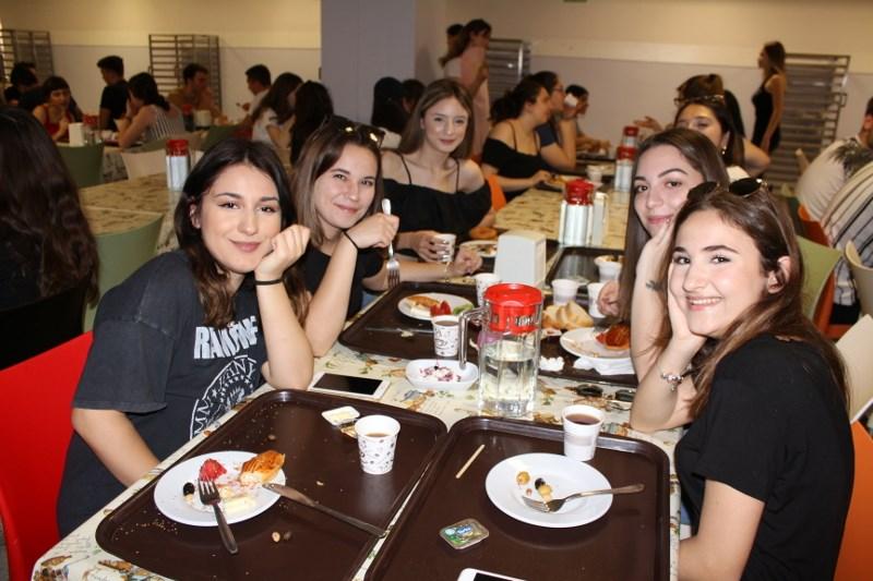 12. Sınıflarımız Kep Töreni Provasının Son Gününde Birlikte Kahvaltı Yaptı