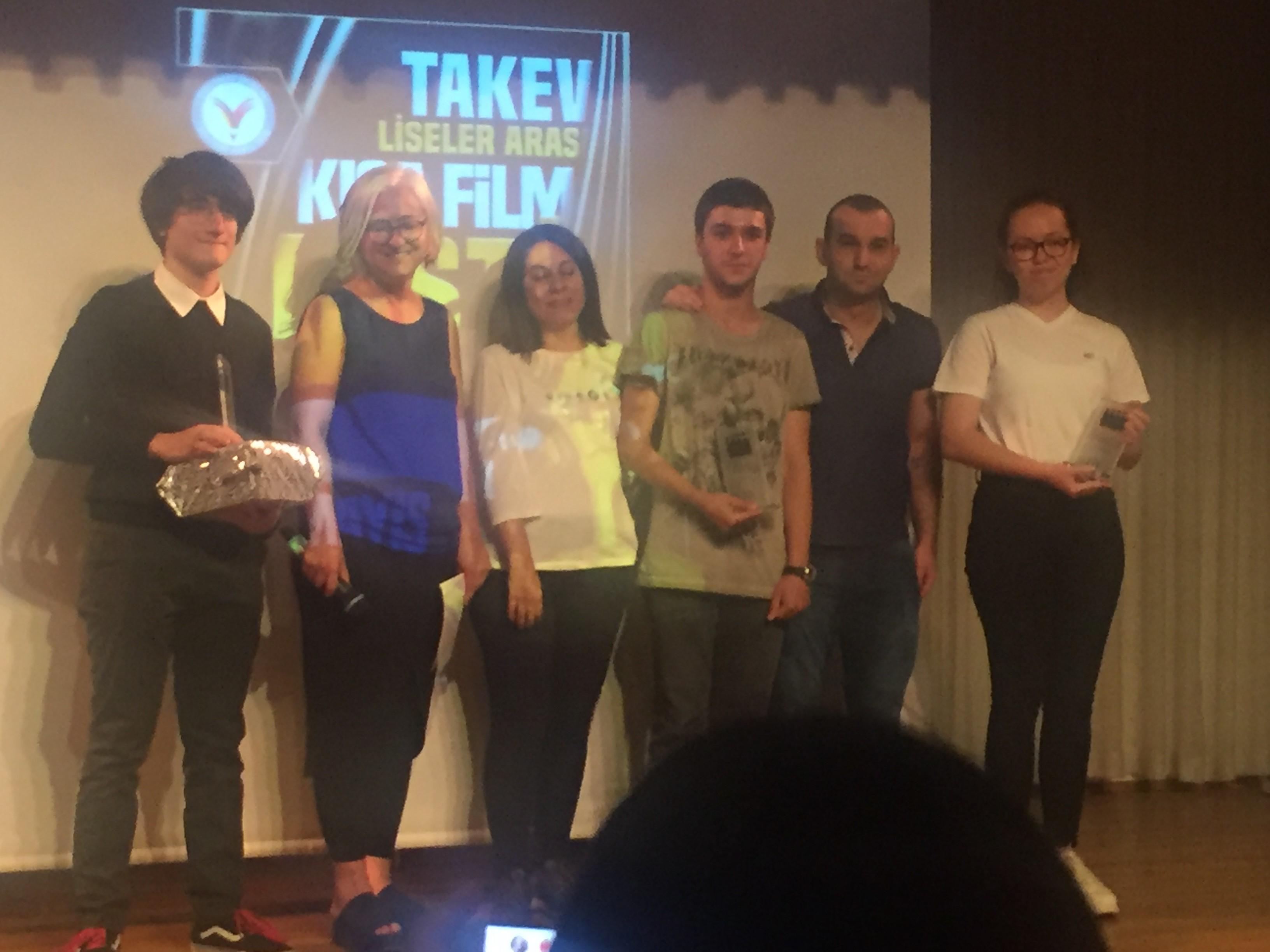 """Kısa Film Kulübümüz, """"Şarjımız Az"""" Adlı Filmle İzmir İkincisi Oldu"""
