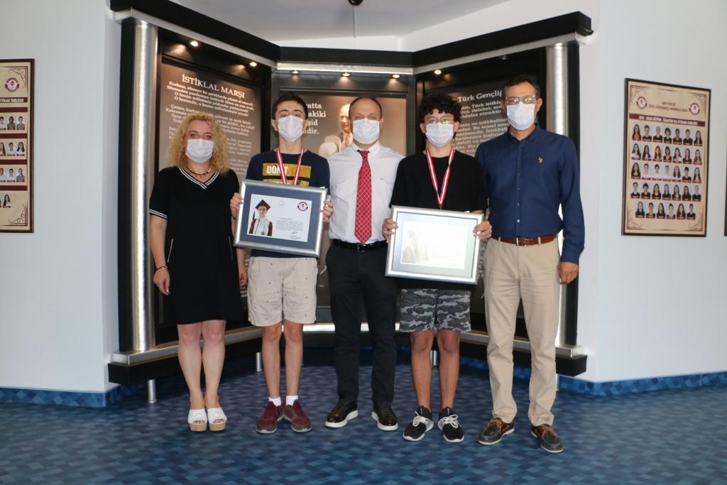 Ortaokulu Dereceyle Bitiren Öğrencilerimize Ödülleri Verildi