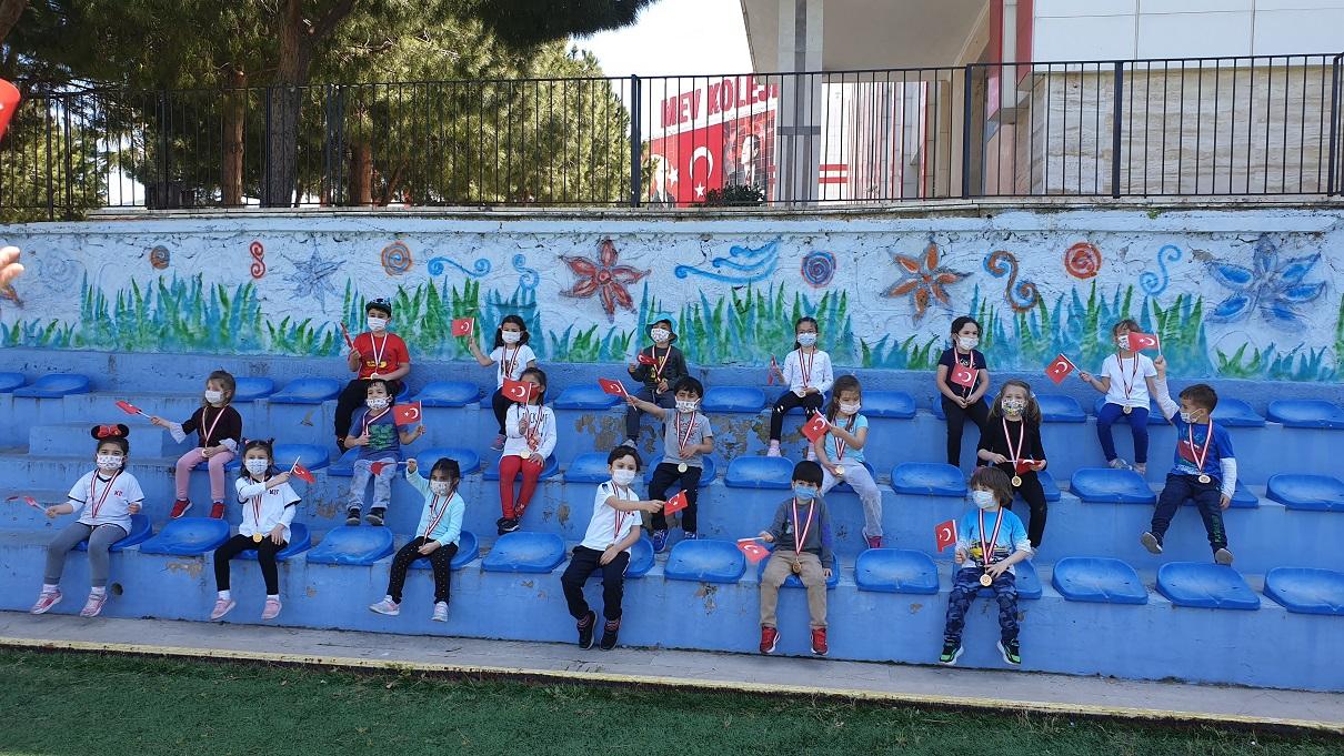 Okul Öncesi Miniklerimiz Bayramlarını Temassız Oyunlar Oynayarak Kutladı