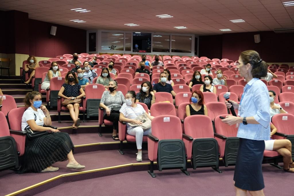 Okul Öncesi ve 1. Sınıf Velilerimiz Uyum Haftası Kapsamında Bilgilendirme Toplantılarına Katıldı