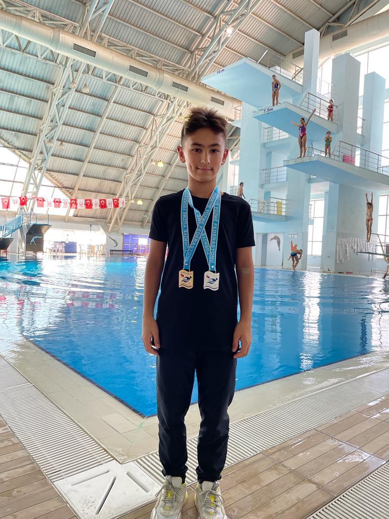 """""""Türkiye Atlama Şampiyonası""""nda Öğrencimiz Uras Efe Akın'a Çifte Madalya"""